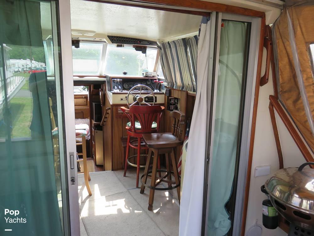 1979 Sea Ray boat for sale, model of the boat is 300 Sedan Bridge & Image # 32 of 40