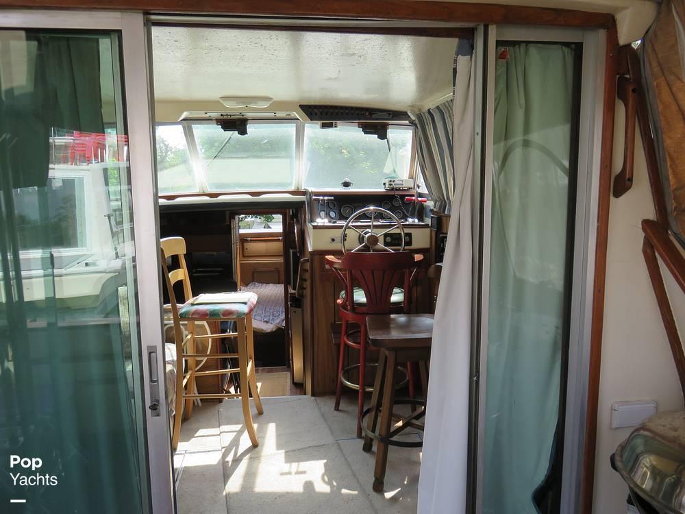 1979 Sea Ray boat for sale, model of the boat is 300 Sedan Bridge & Image # 33 of 40