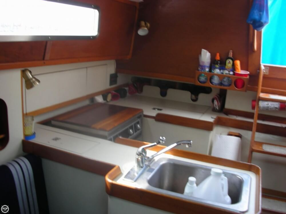 1985 Irwin boat for sale, model of the boat is 31 Citation & Image # 4 of 40