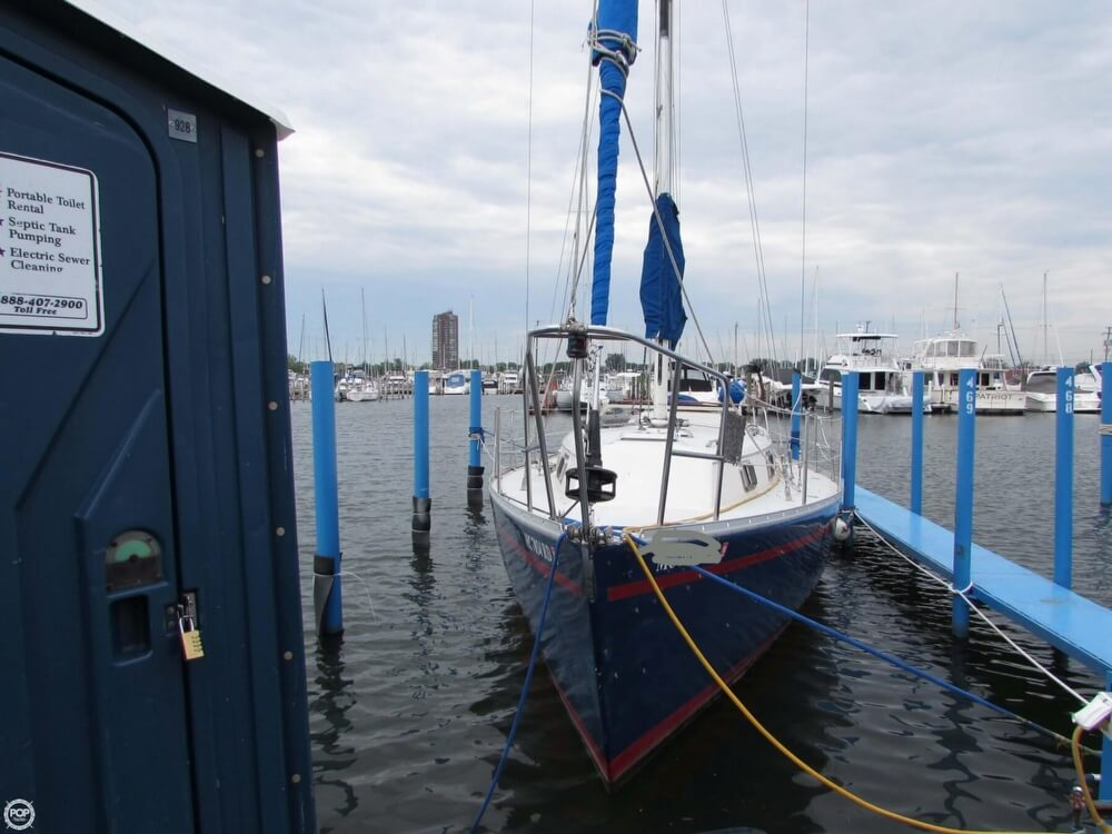 1985 Irwin boat for sale, model of the boat is 31 Citation & Image # 12 of 40