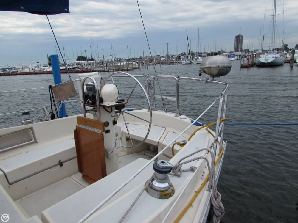 1985 Irwin boat for sale, model of the boat is 31 Citation & Image # 17 of 40