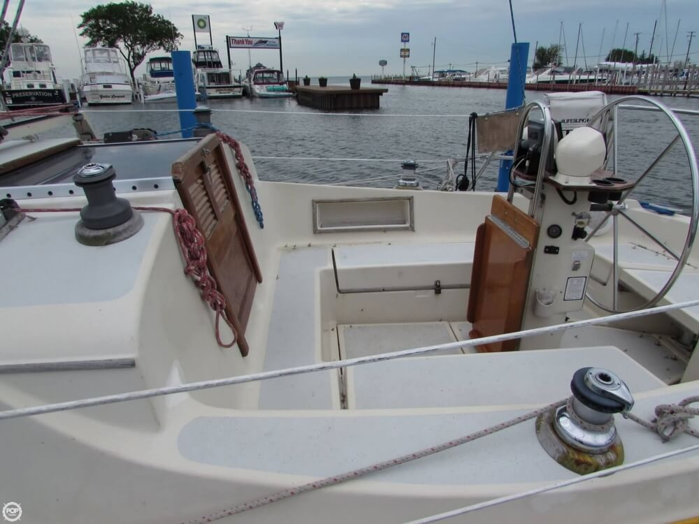 1985 Irwin boat for sale, model of the boat is 31 Citation & Image # 18 of 40