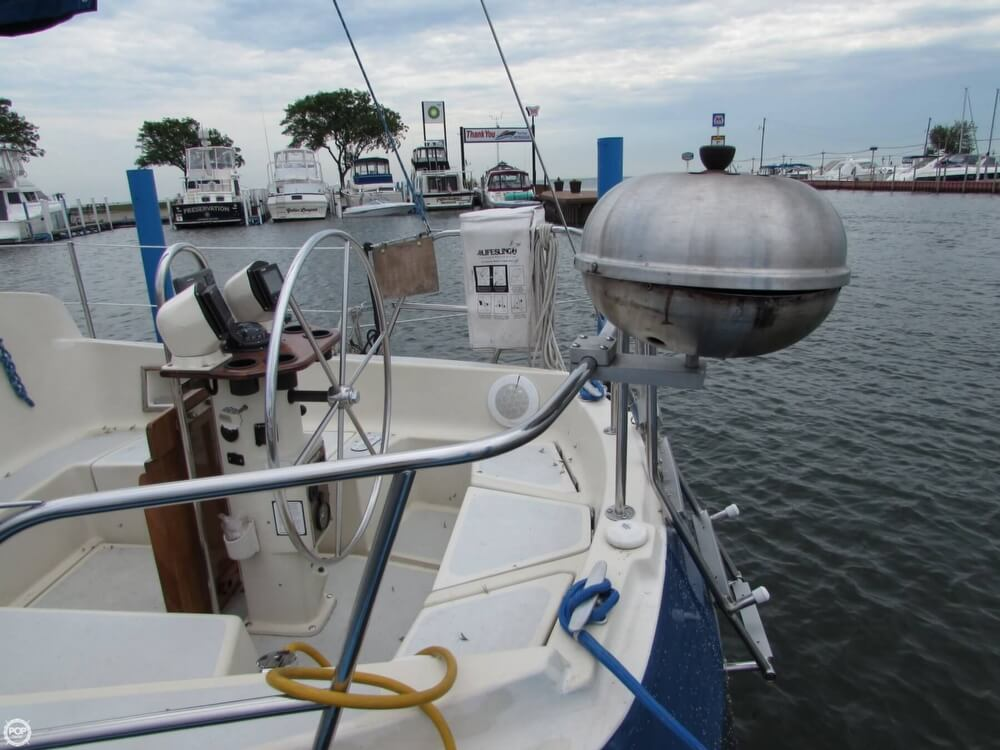 1985 Irwin boat for sale, model of the boat is 31 Citation & Image # 19 of 40