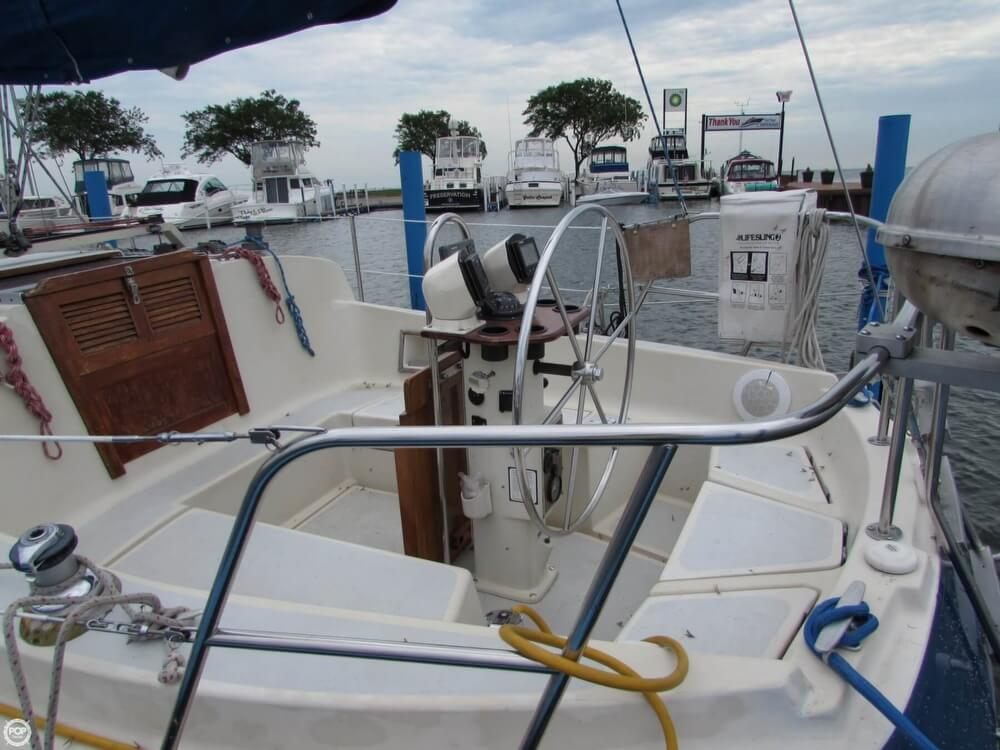 1985 Irwin boat for sale, model of the boat is 31 Citation & Image # 20 of 40