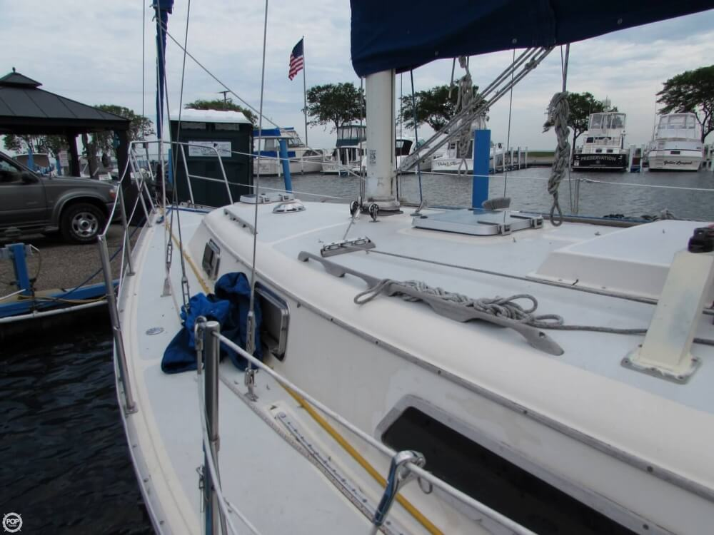 1985 Irwin boat for sale, model of the boat is 31 Citation & Image # 21 of 40