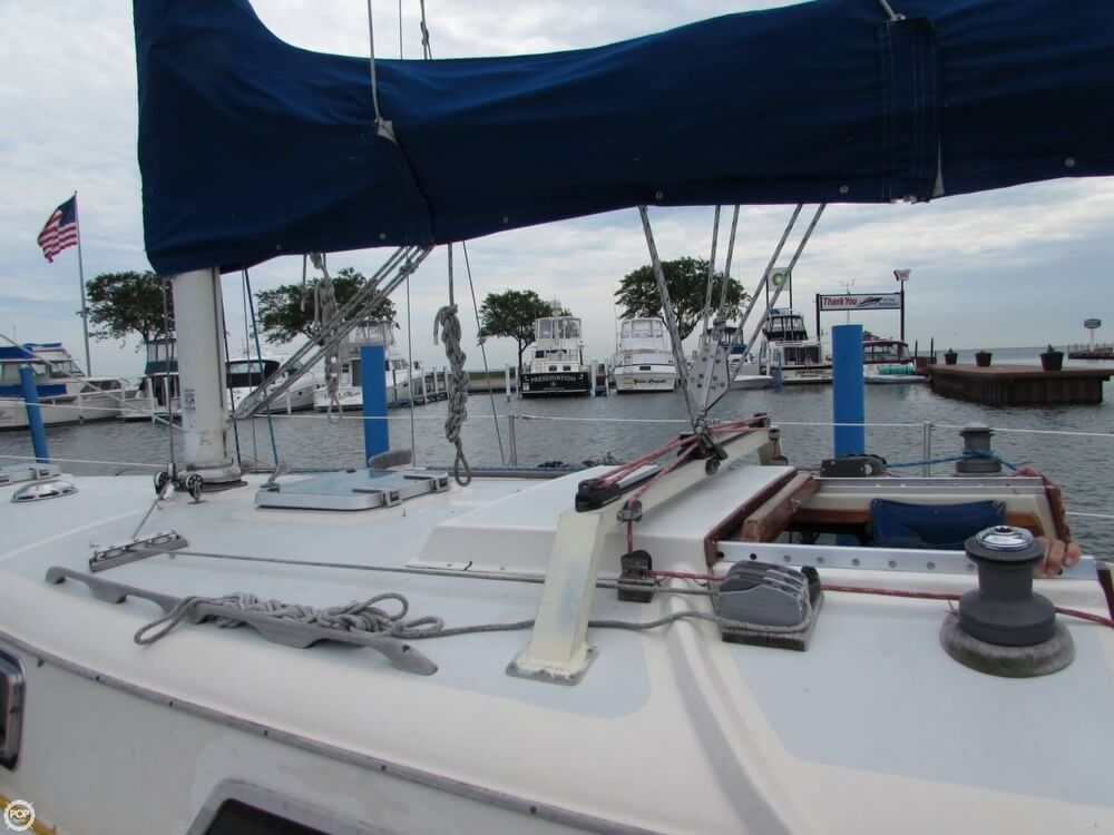 1985 Irwin boat for sale, model of the boat is 31 Citation & Image # 22 of 40