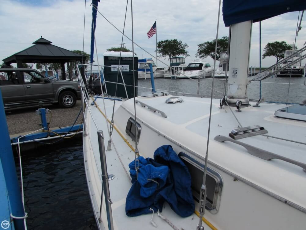 1985 Irwin boat for sale, model of the boat is 31 Citation & Image # 23 of 40