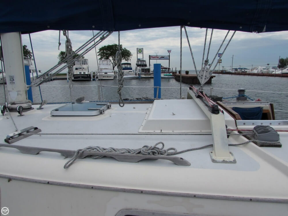1985 Irwin boat for sale, model of the boat is 31 Citation & Image # 24 of 40