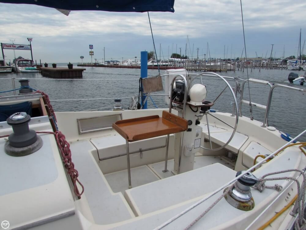 1985 Irwin boat for sale, model of the boat is 31 Citation & Image # 26 of 40