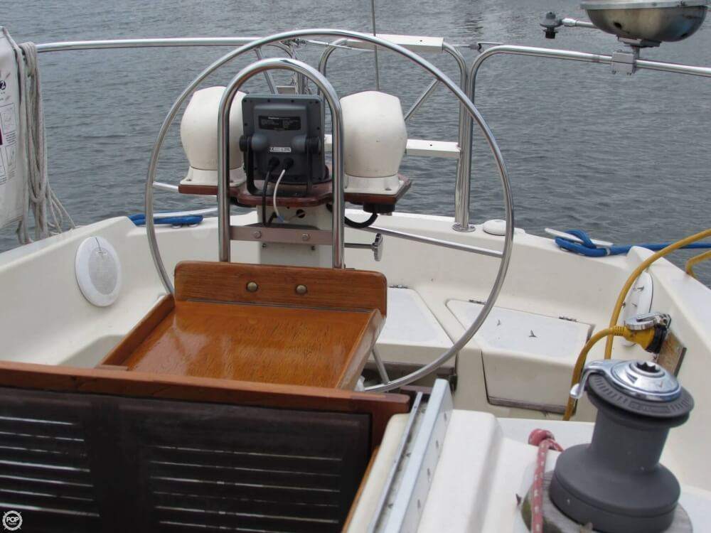 1985 Irwin boat for sale, model of the boat is 31 Citation & Image # 28 of 40