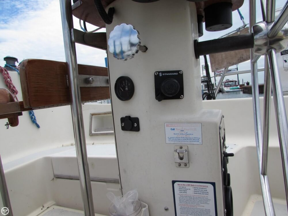 1985 Irwin boat for sale, model of the boat is 31 Citation & Image # 31 of 40