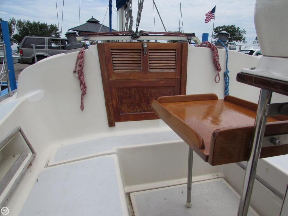 1985 Irwin boat for sale, model of the boat is 31 Citation & Image # 32 of 40