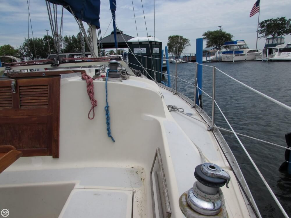 1985 Irwin boat for sale, model of the boat is 31 Citation & Image # 34 of 40