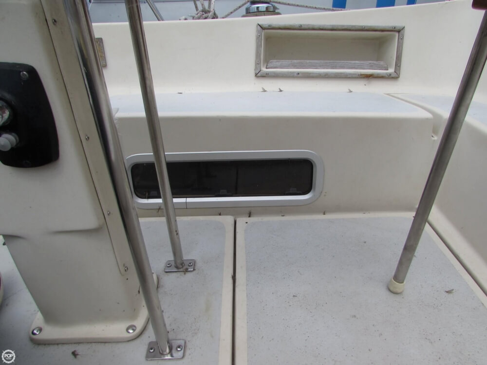 1985 Irwin boat for sale, model of the boat is 31 Citation & Image # 36 of 40