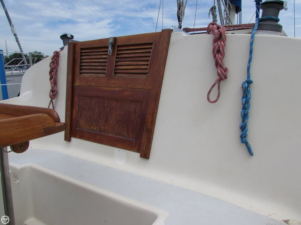 1985 Irwin boat for sale, model of the boat is 31 Citation & Image # 37 of 40