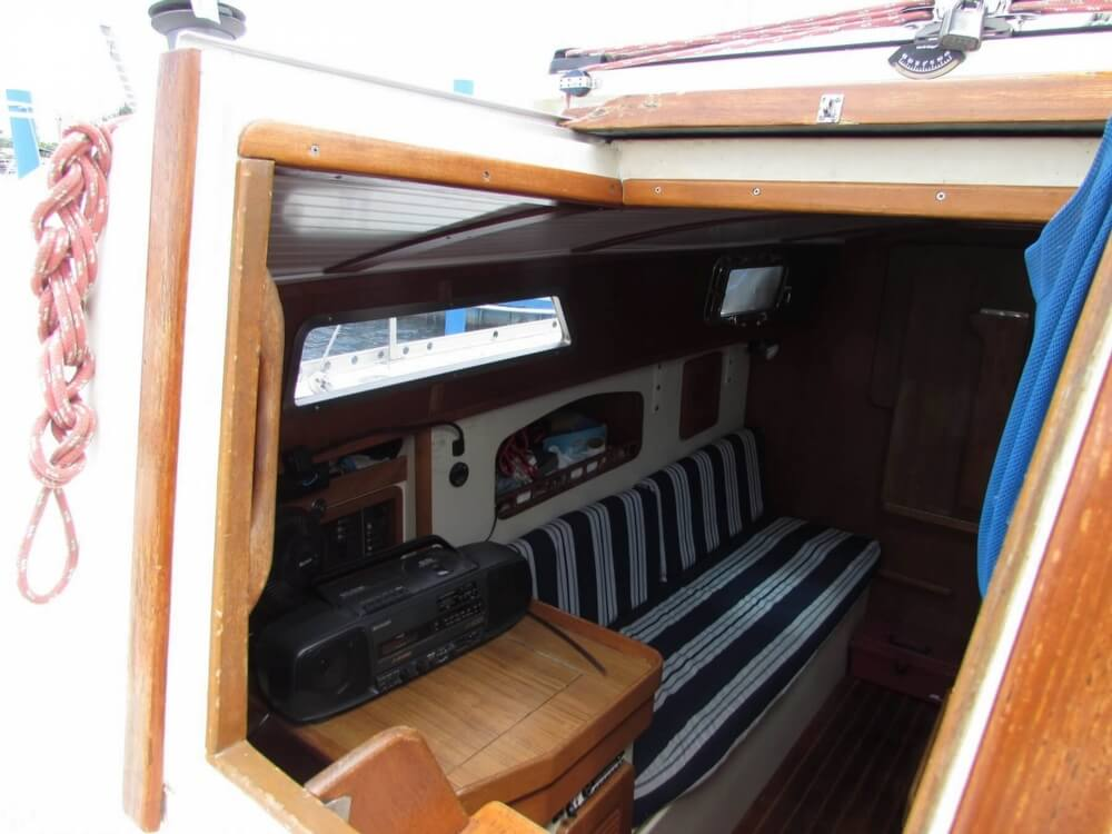 1985 Irwin boat for sale, model of the boat is 31 Citation & Image # 38 of 40