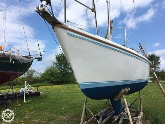 1987 Catalina Yachts boat for sale, model of the boat is 27 & Image # 2 of 13