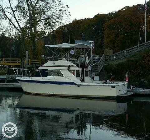 1984 Chris Craft boat for sale, model of the boat is 315 Commander Sport Fish & Image # 2 of 40