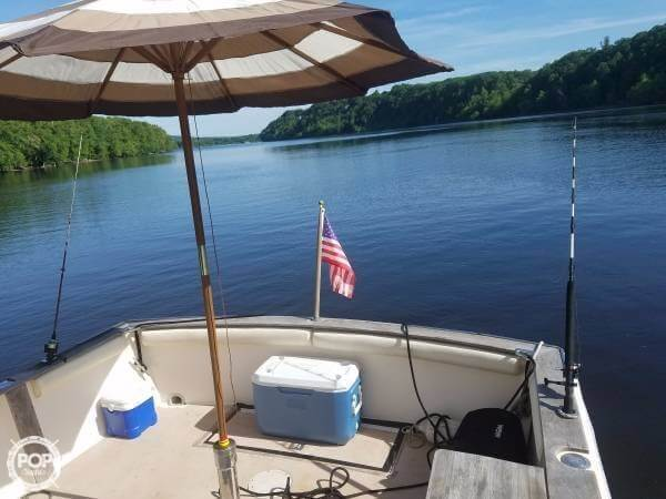1984 Chris Craft boat for sale, model of the boat is 315 Commander Sport Fish & Image # 8 of 40