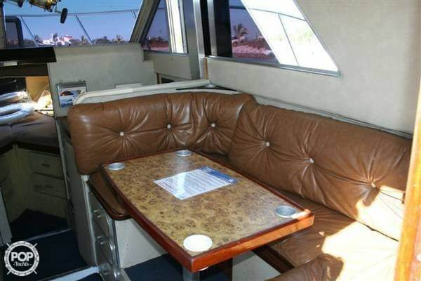 1984 Chris Craft boat for sale, model of the boat is 315 Commander Sport Fish & Image # 10 of 40