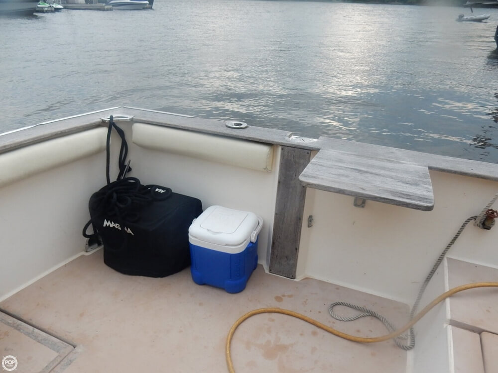 1984 Chris Craft boat for sale, model of the boat is 315 Commander Sport Fish & Image # 15 of 40
