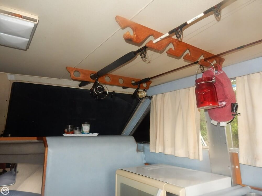 1984 Chris Craft boat for sale, model of the boat is 315 Commander Sport Fish & Image # 22 of 40