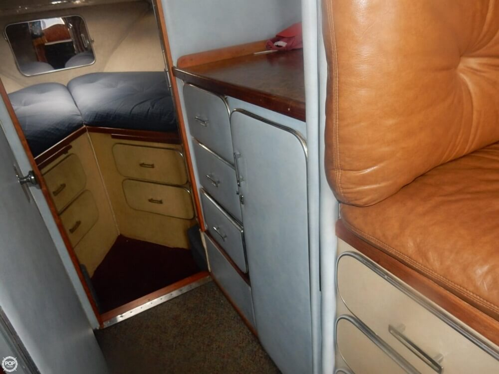 1984 Chris Craft boat for sale, model of the boat is 315 Commander Sport Fish & Image # 29 of 40