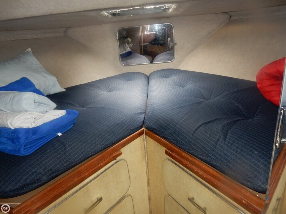 1984 Chris Craft boat for sale, model of the boat is 315 Commander Sport Fish & Image # 31 of 40