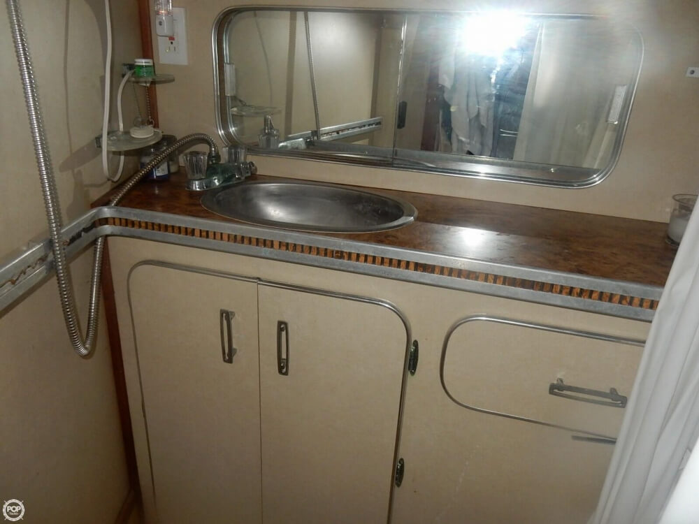 1984 Chris Craft boat for sale, model of the boat is 315 Commander Sport Fish & Image # 35 of 40