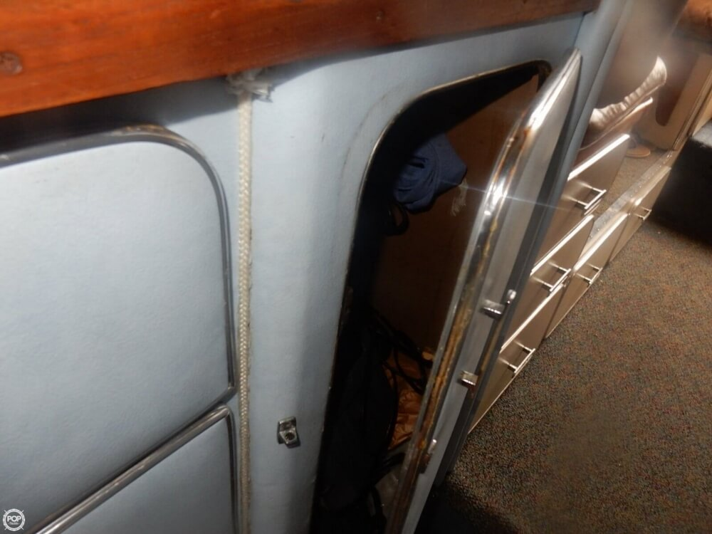 1984 Chris Craft boat for sale, model of the boat is 315 Commander Sport Fish & Image # 38 of 40