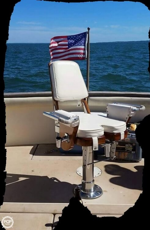 1984 Chris Craft boat for sale, model of the boat is 315 Commander Sport Fish & Image # 4 of 40