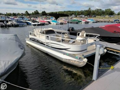 Crestliner 2185 Suncast Batata Bay, 21', for sale - $15,000