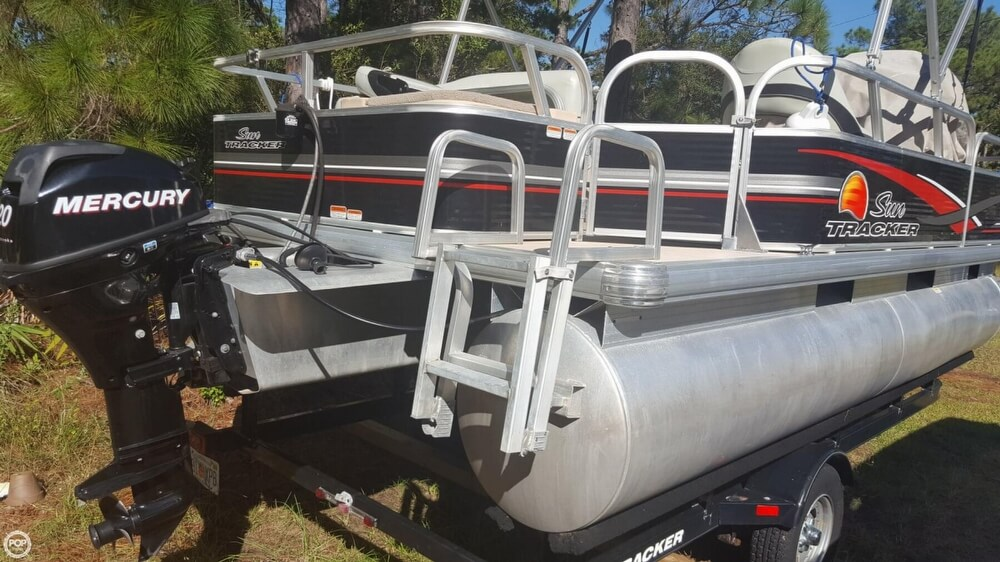 2012 Sun Tracker boat for sale, model of the boat is 18 DLX Bass Buggy & Image # 14 of 41
