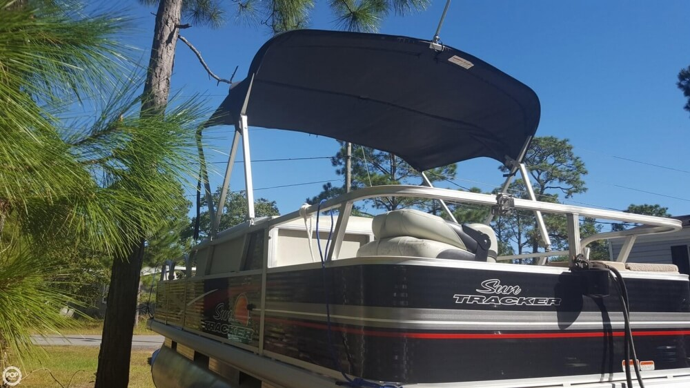 2012 Sun Tracker boat for sale, model of the boat is 18 DLX Bass Buggy & Image # 16 of 41