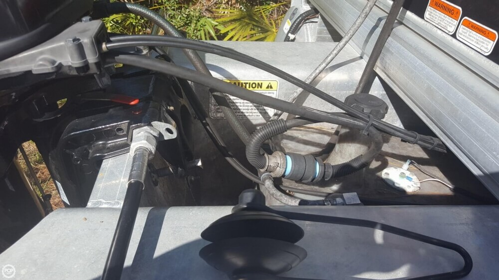 2012 Sun Tracker boat for sale, model of the boat is 18 DLX Bass Buggy & Image # 21 of 41