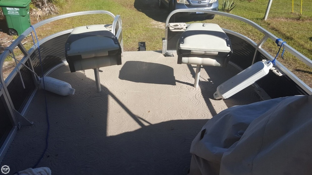 2012 Sun Tracker boat for sale, model of the boat is 18 DLX Bass Buggy & Image # 7 of 41
