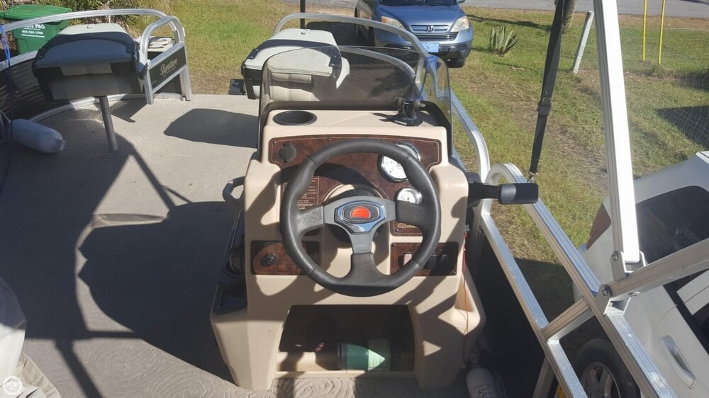 2012 Sun Tracker boat for sale, model of the boat is 18 DLX Bass Buggy & Image # 6 of 41