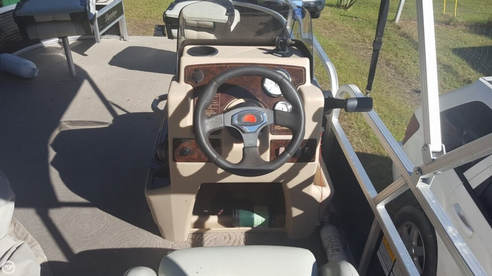 2012 Sun Tracker boat for sale, model of the boat is 18 DLX Bass Buggy & Image # 30 of 41