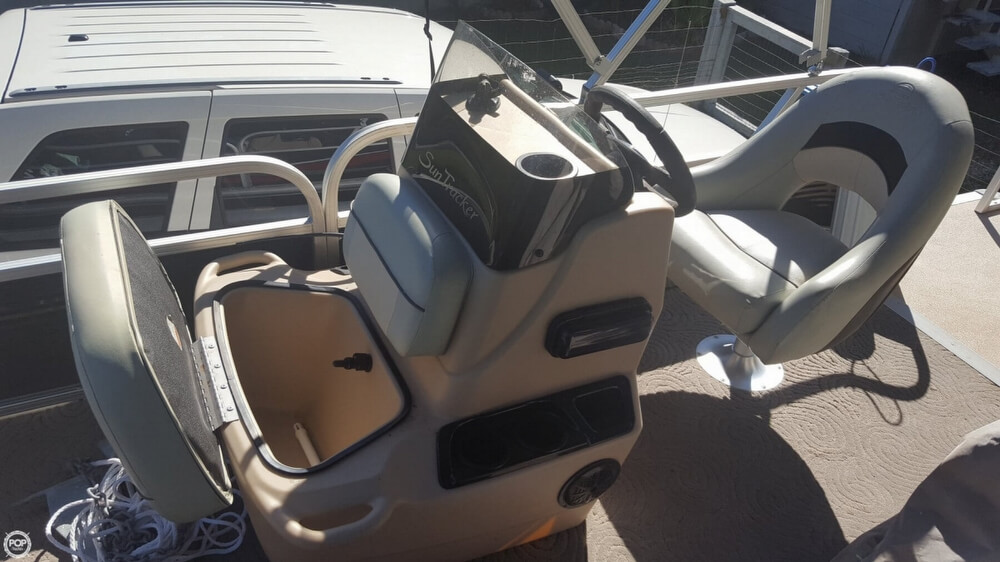2012 Sun Tracker boat for sale, model of the boat is 18 DLX Bass Buggy & Image # 3 of 41