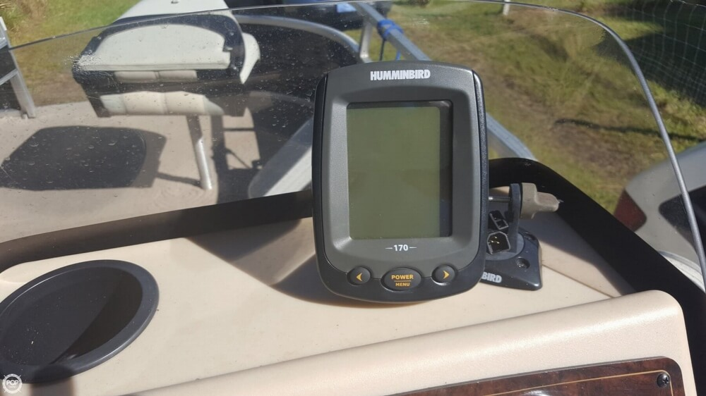 2012 Sun Tracker boat for sale, model of the boat is 18 DLX Bass Buggy & Image # 4 of 41