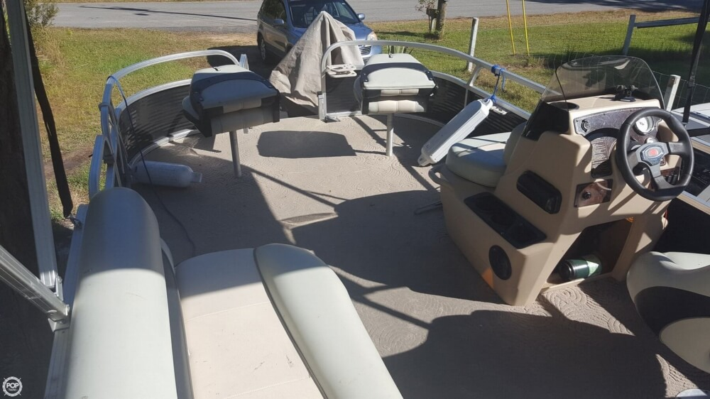 2012 Sun Tracker boat for sale, model of the boat is 18 DLX Bass Buggy & Image # 5 of 41