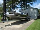 2016 Express Hyper-lift 24' Bay Boat