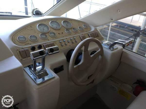 1997 Cruisers Yachts 35 - image 8