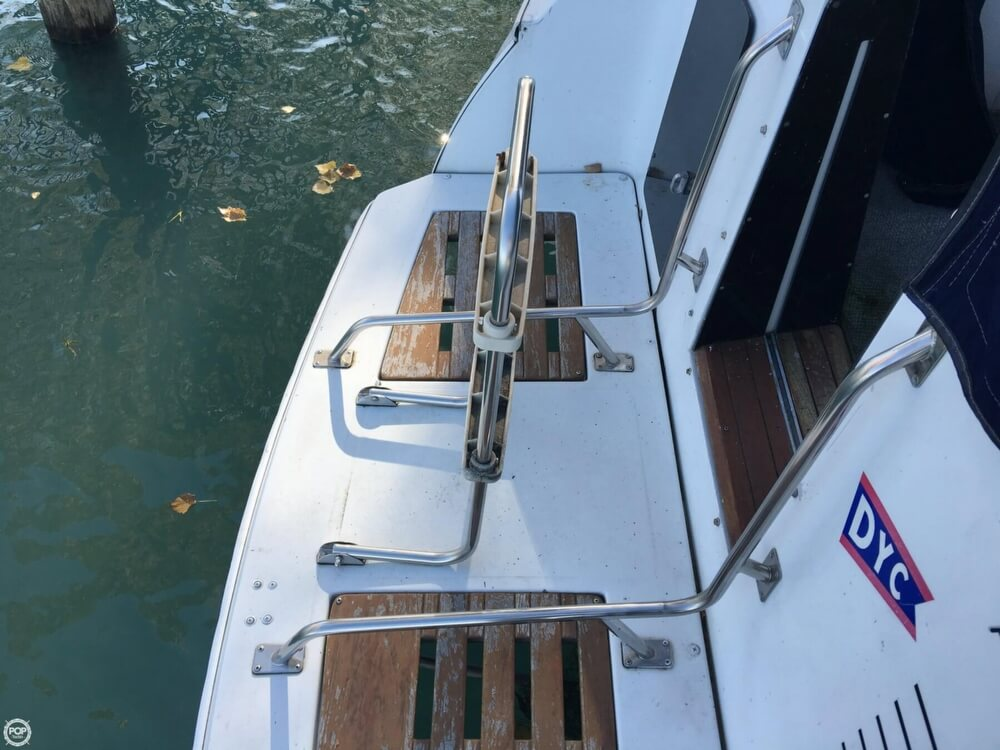 1988 Larson boat for sale, model of the boat is Contempra DC-300 & Image # 9 of 40