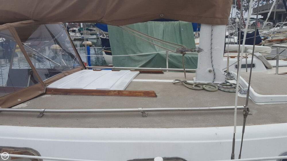 1976 Cal Jensen boat for sale, model of the boat is 27 & Image # 22 of 40