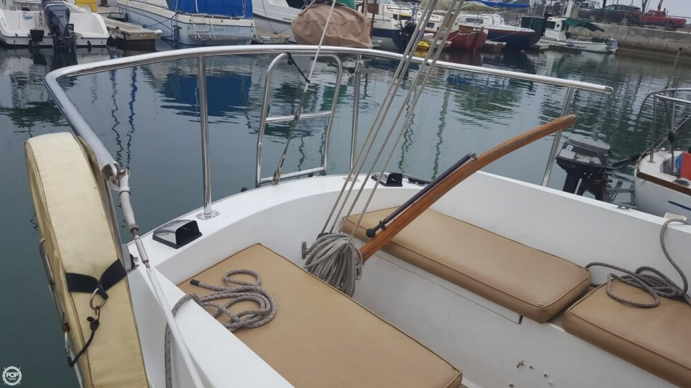 1976 Cal Jensen boat for sale, model of the boat is 27 & Image # 24 of 40