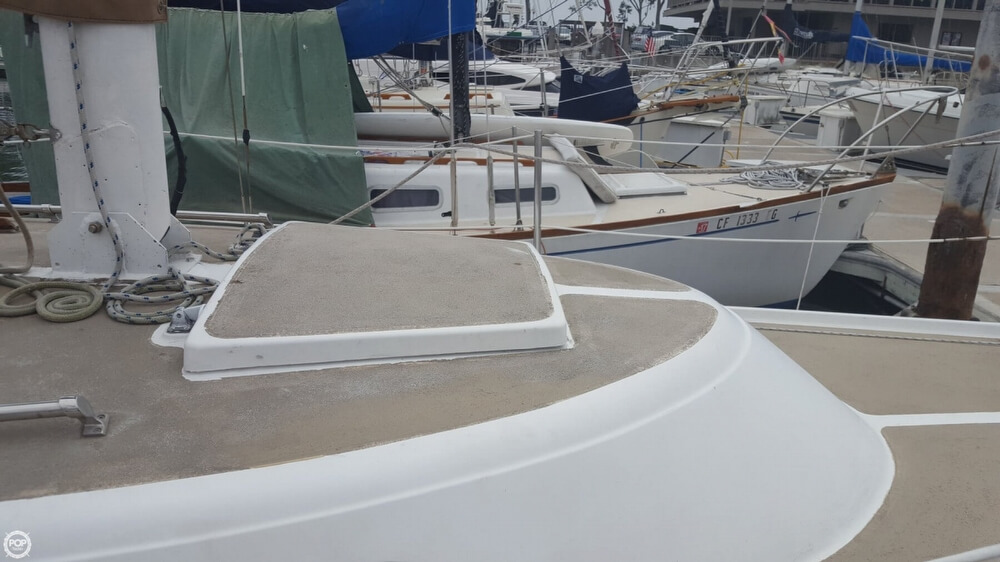 1976 Cal Jensen boat for sale, model of the boat is 27 & Image # 25 of 40