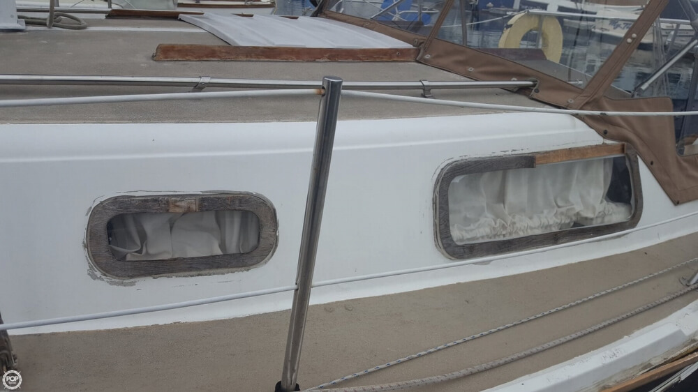 1976 Cal Jensen boat for sale, model of the boat is 27 & Image # 26 of 40