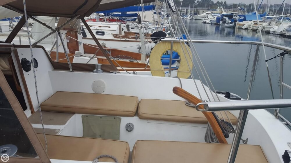 1976 Cal Jensen boat for sale, model of the boat is 27 & Image # 7 of 40