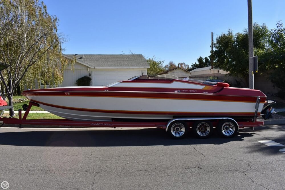 1988 Hallett boat for sale, model of the boat is 270-T & Image # 4 of 40